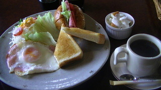サンマリノ - モーニング「ハムエッグ+フルーツヨーグルト」630円