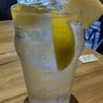 しょうが焼きBaKa - レモンサワー♪ しょうがが横に刺さってまーす♪