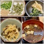 和食日和 おさけと - 薬味に漬物、蓮根とキクラゲのきんぴらの小鉢と豆腐の味噌汁。