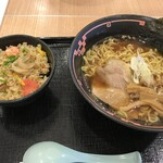 元祖ちとせラーメン - 醤油ラーメン海鮮チャーハンのハーフサイズセット(1,000円)