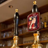 Kamikaze - イギリスの伝統的なビール、リアルエールも常時2種類。