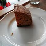 ミオンエシカルキッチン&カフェ - ラザニアとセットのパン。 ラザニアと一緒でもそのままでも。