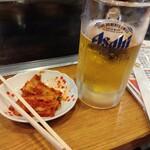 154476267 - 生ビールと白菜キムチ