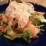 スペインバルテラマチ - 海老とアボカドのサラダ