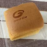 つきとうさぎ - 料理写真:台湾カステラ ハーフ 500円 焼印はグランクレールなんですね。
