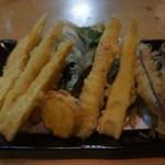 15449252 - 3種の天ぷら盛り。この日は、ハンダマ・チンチク竹・きびなご・屋久島産安納いも、1種は大将のサ-ビスで感激。