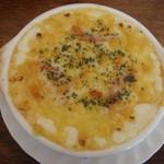 カプリス - 料理写真:たっぷりチーズとトマトのグラタン