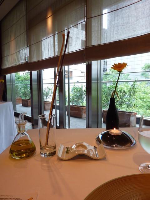 レストラン サンパウ - 細くて黒いグリシーニは、黒オリーブが練り込んであるそうです