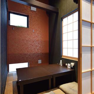 テーブル席や堀座敷でごゆっくりどうぞ。半個室としても利用可