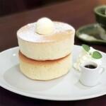 カフェ エクラン - 料理写真:ふんわり厚焼きホットケーキ