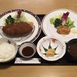 洋食 花乃湯 - 料理写真:飛騨牛メンチカツ定食 本ずわい蟹カニクリームコロッケセット