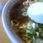 食房一洋 - 酒田のラーメン スープ