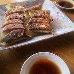 食房一洋 - 餃子 350円(写真は2人前)