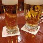 ビヤレストラン 銀座ライオン - グラスビールと中ジョッキ