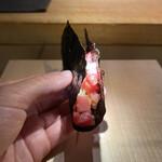 154538152 - 中トロと赤身をたたいたものの巻物