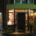 餃子のハルピン - 2012.10 夜の店舗外観