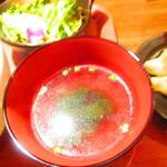なかよし餃子エリザベス - ランチ・海老のフォー定食 800円(税込)のスープのアップ【2021年7月】