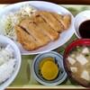 長崎屋 - 料理写真:トンカツ定食。550円。