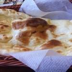 パシュパティ - タンドールで焼き上げたモチモチのナン!