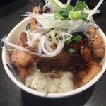 麺屋武蔵 巖虎 - 緑色のやつは、お野菜だよ。