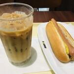 ドトールコーヒーショップ - 料理写真:ジャーマンドッグとアイスカフェラテ(S)