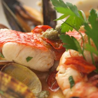 北は北海道、南は九州まで新鮮な魚介類が毎日入荷しております。