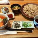 京ぜん - ハーフ丼(鮭イクラ)とざるそばのセット