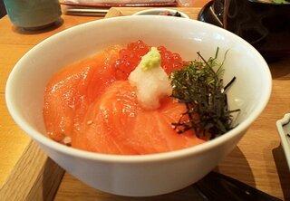 京ぜん - ハーフ鮭イクラ丼(アップ)
