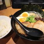 裏きせき - 料理写真:とんこつ(白)です☆ 2021-0709訪問