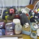 おかけや - ハンドメイドコーナーでニットアクセサリーなどを手編みできます。