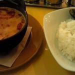 トゥクトゥク - 豆腐と挽肉の鉄鍋カレー&サラダ&タピオカ 1050円