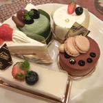 ボンテ洋菓子店 - 料理写真:ショートケーキやフロマージュ、抹茶ムースなど