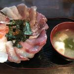 海鮮丼てんや - 料理写真:スペシャル丼(全種のせ) =900円