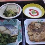 15463260 - ヘルシーランチは、鰆の焼物、麻婆豆腐、小鉢、枝豆と大根おろしの酢の物、ヨーグルト、と御飯少々
