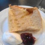 プチメゾン - 豆乳のシフォンケーキに手作りのプルーンジャムが添えられてきます