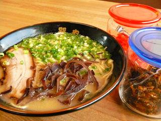 蔵仕込味噌らぁめん 味噌の巽や - 【とんこつらーめん 650円】ピリッとした自家製高菜と一緒に召し上がれ♥