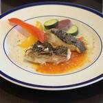 154630217 - 本日の鮮魚のローストフレッシュトマトソース(スズキ)
