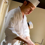 鮨 唐島 - ご主人は元々日本料理の料理人。大阪の「作一」さんや神戸時代の「紀茂登」さんにて修業されている。