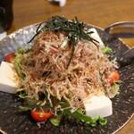 囲炉裏焼と蕎麦の店 うえ田 - 和風豆腐サラダ
