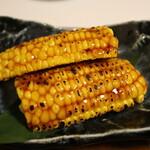 囲炉裏焼と蕎麦の店 うえ田 - トウモロコシ焼き