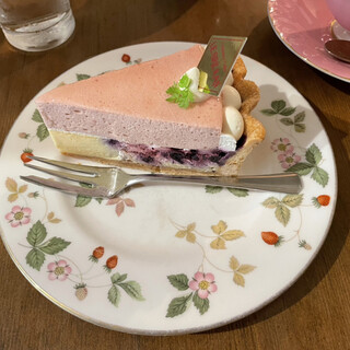 カフェ・ル・グレ - 料理写真:ベリーのシブースト‥¥561/572