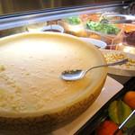 オリーブキッチン - サラダバイキングの大きなパルミジャーノ