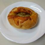 154640074 - チーズカレーパン(205円)