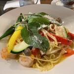 カフェ・ル・グレ - エビと夏野菜とフレッシュトマトのスパゲティ‥1,265円(ドリンク・サラダ付き)