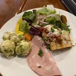 PIZZERIA IMOLA - 3種の前菜とサラダ