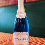 ベイカナーズ - ドリンク写真:夏色スパークリングワインご用意しております!数量限定です!