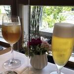 デフィ・ジョルジュマルソー - ◆彼女は「ジンジャーエール」、私は「ビール」を。仕切り板越しの乾杯!