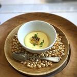 デフィ・ジョルジュマルソー - *玉蜀黍が甘いこと。エスプーマし立てなので食感も滑らかで美味しい。