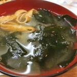 季節料理 西田 - わかめが大量に入った味噌汁