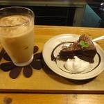 niji cafe - +350円で蒸しチョコケーキ